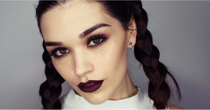 Use Make Up Gothic For Beauty